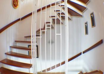 Treppenauf- und abgang im EG