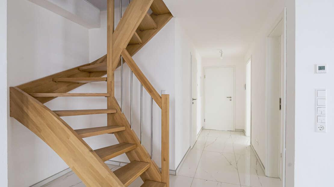 Aufgang - Wohnzimmer zum Dachboden