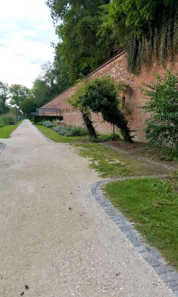 Neu-Ulm Glacis Mauer